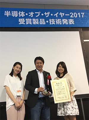 受賞を喜ぶ NVIDIA 日本代表 兼 米国本社副社長の大崎 真孝の写真