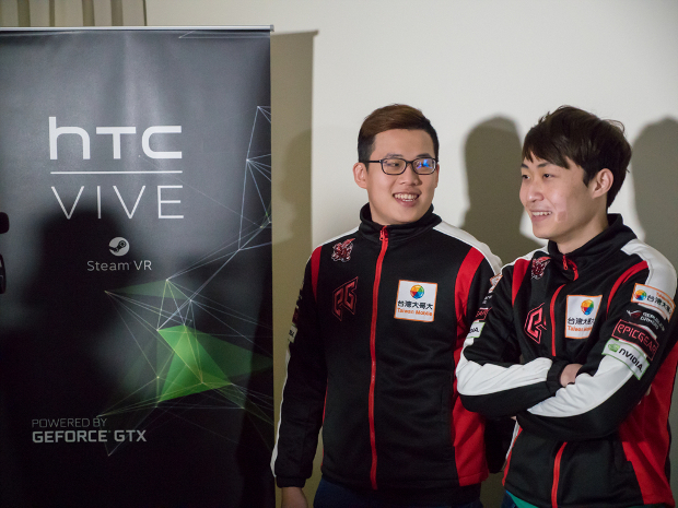 AHQ ready to play htc vive with GeForce GTX