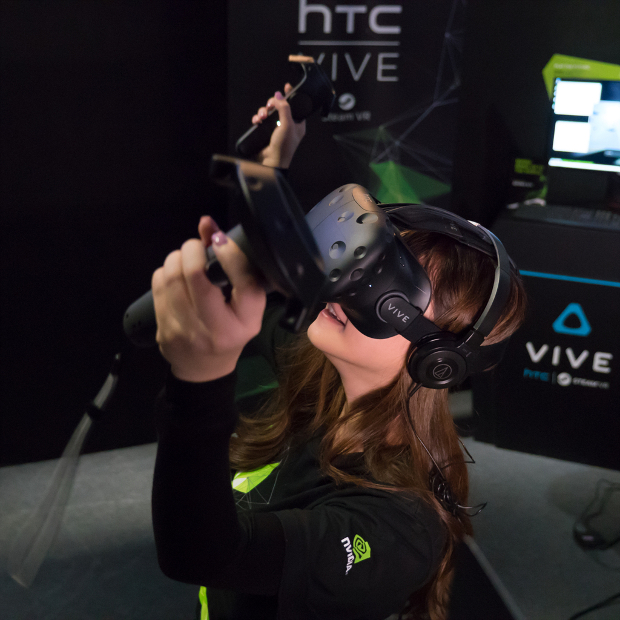 Honeyliciousss playing htc vive with GeForce GTX
