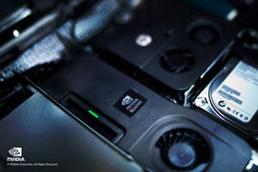 HP Z1에 탑재된 엔비디아 쿼드로 올인원 GPU (클로즈업 부감 이미지)
